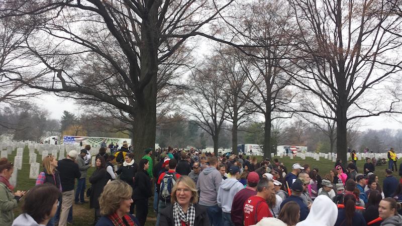 wreaths across america crowd of volunteers